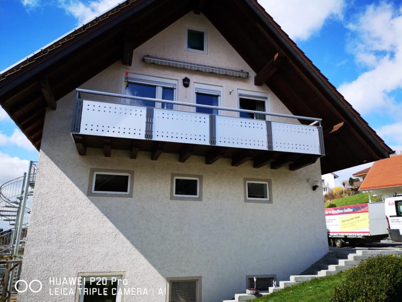 balkon_geissler_aluminium_blech_bestehendes_geländer_beispiel_01ABbG