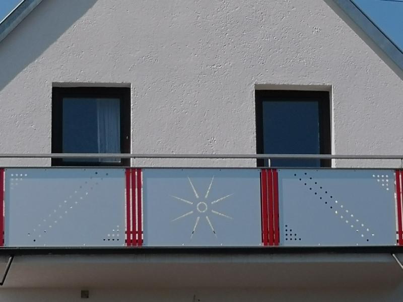 balkon_geissler_aluminium_blech_bestehendes_geländer_beispiel_02ABbG