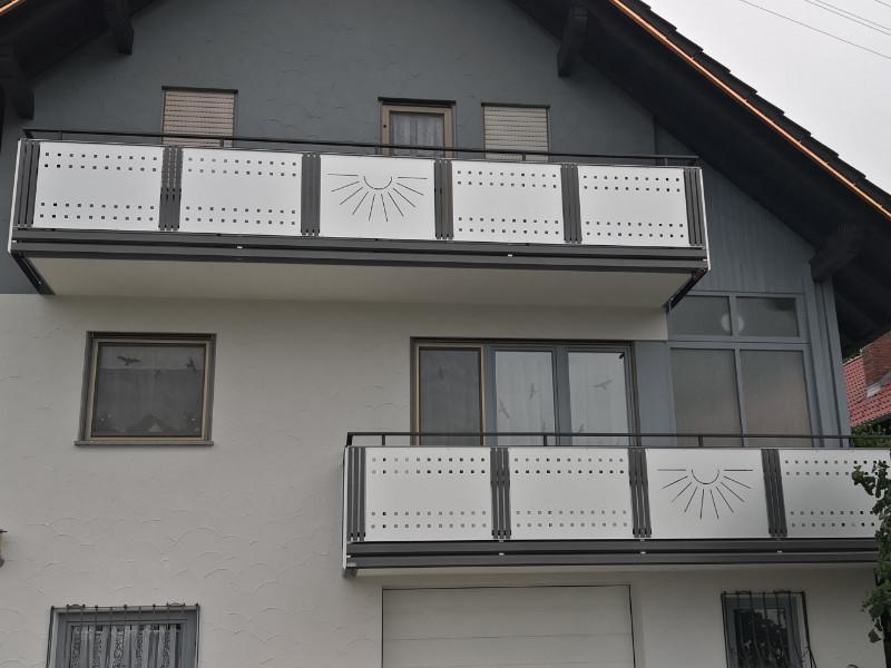balkon_geissler_aluminium_blech_bestehendes_geländer_beispiel_03ABbG