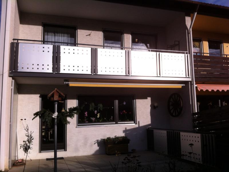balkon_geissler_aluminium_blech_bestehendes_geländer_beispiel_04ABbG