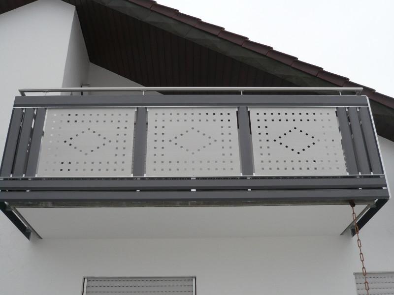 balkon_geissler_aluminium_blech_vorne_durchlaufend_beispiel_02AB
