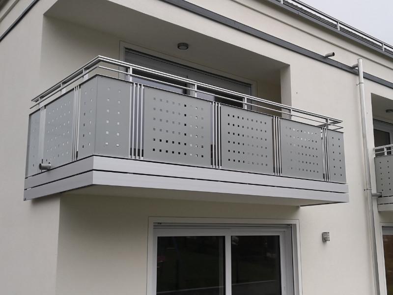 balkon_geissler_aluminium_blech_vorne_durchlaufend_beispiel_03AB