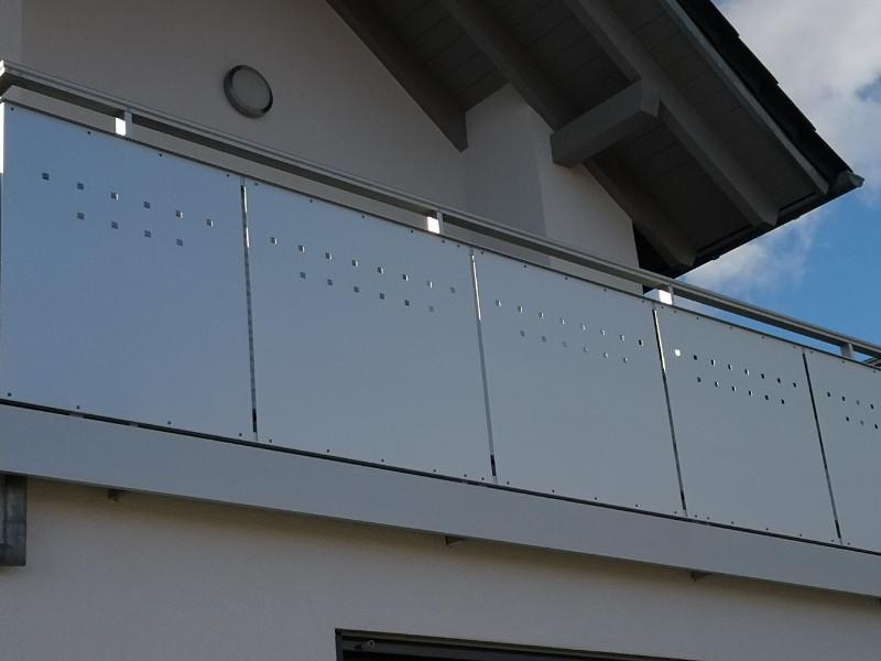 balkon_geissler_aluminium_blech_vorne_durchlaufend_beispiel_05AB