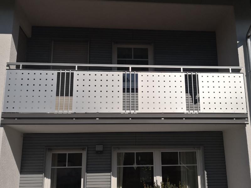 balkon_geissler_aluminium_blech_vorne_durchlaufend_beispiel_07AB
