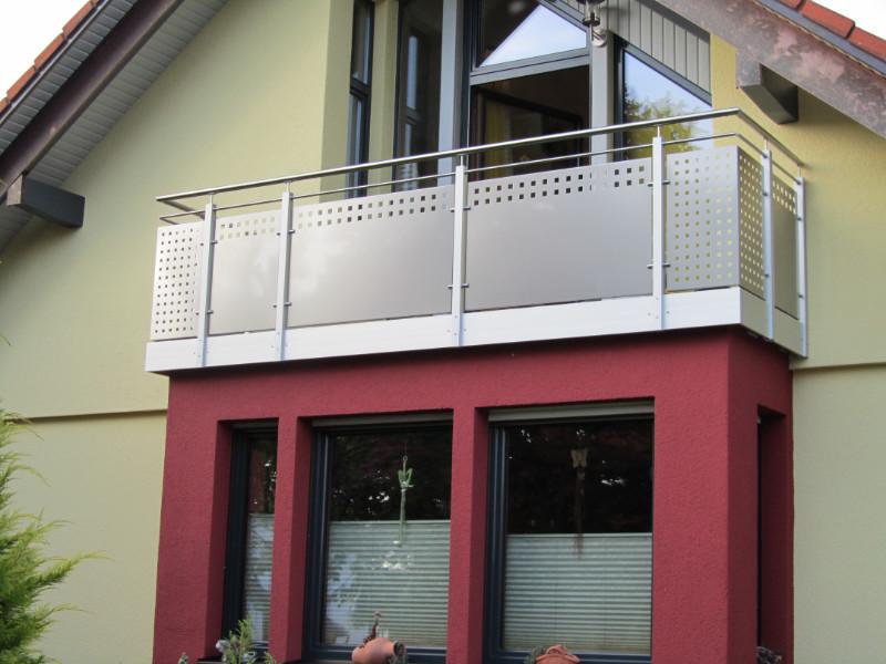 balkon_geissler_aluminium_blech_zwischen_den_pfosten_beispiel_03ABP