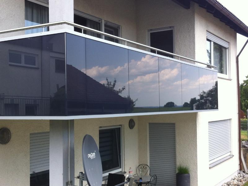 balkon_geissler_aluminium_glas_vorne_durchlaufend_beispiel_05AG