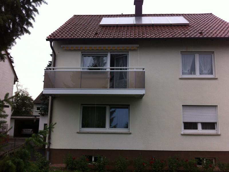 balkon_geissler_aluminium_glas_vorne_durchlaufend_beispiel_06AG