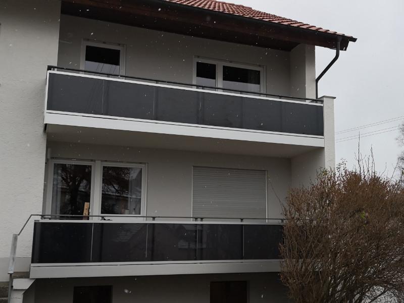 balkon_geissler_aluminium_glas_vorne_durchlaufend_beispiel_08AG