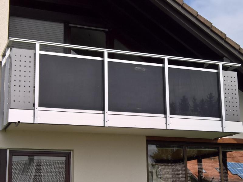 balkon_geissler_aluminium_glas_zwischen_den_pfosten_beispiel_01AGP