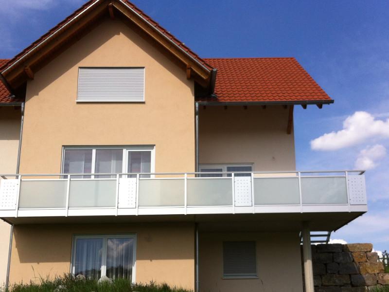 balkon_geissler_aluminium_glas_zwischen_den_pfosten_beispiel_05AGP