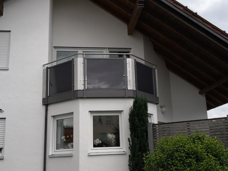 balkon_geissler_aluminium_glas_zwischen_den_pfosten_beispiel_07AGP
