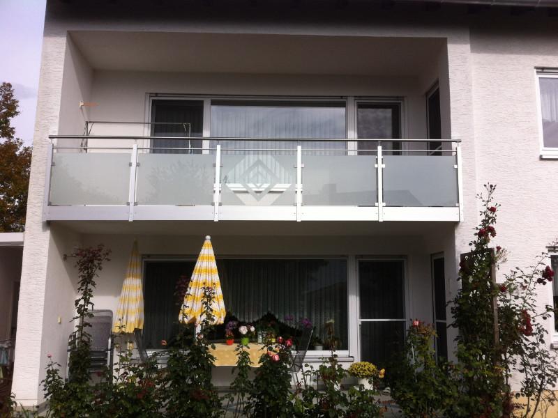 balkon_geissler_aluminium_glas_zwischen_den_pfosten_beispiel_08AGP