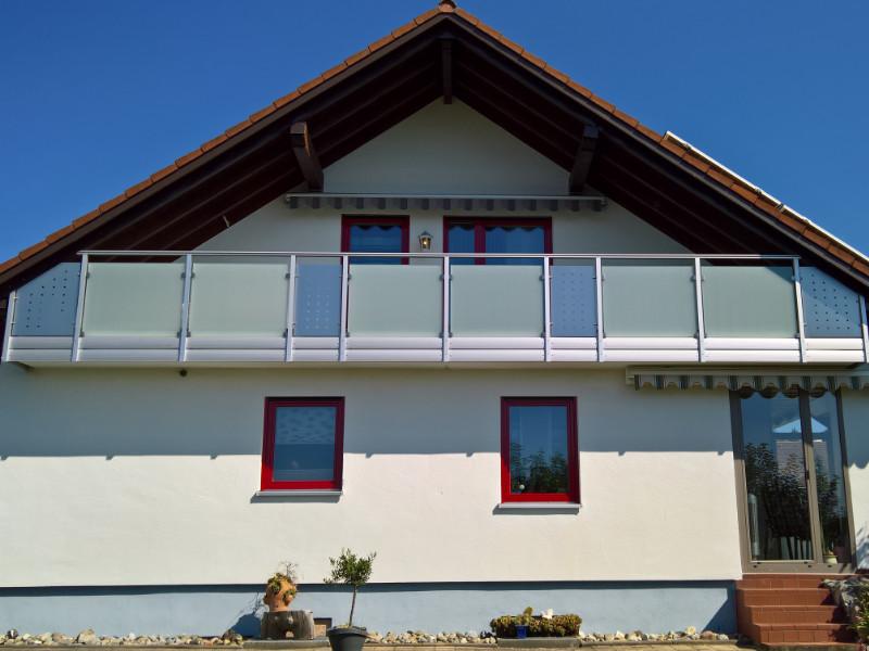 balkon_geissler_aluminium_glas_zwischen_den_pfosten_beispiel_09AGP