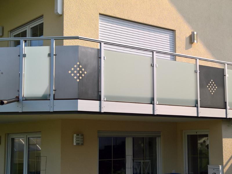 balkon_geissler_aluminium_glas_zwischen_den_pfosten_beispiel_10AGP