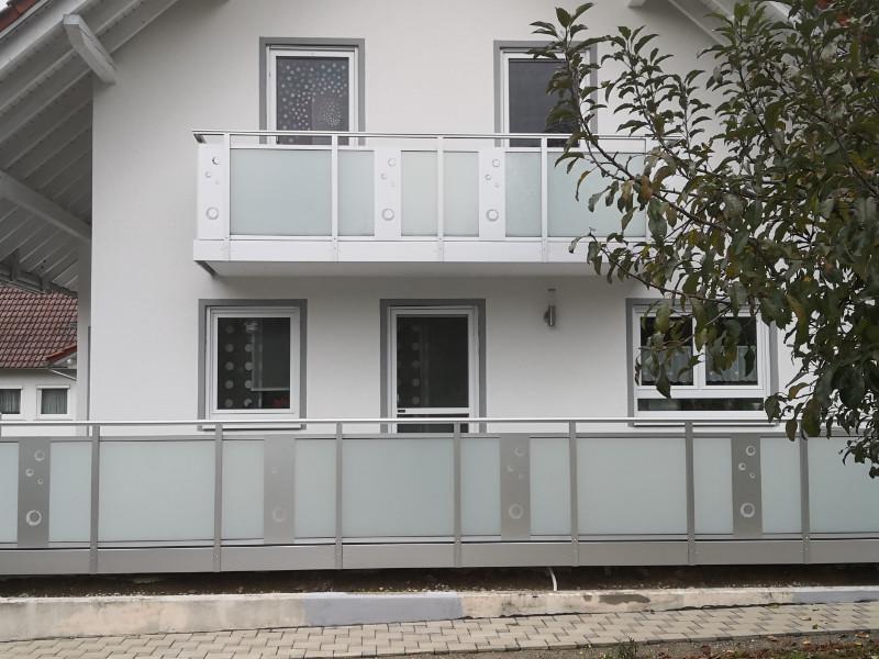 balkon_geissler_aluminium_glas_zwischen_den_pfosten_beispiel_13AGP
