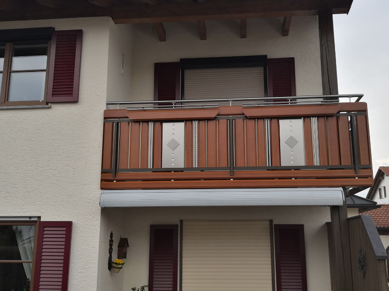 balkon_geissler_aluminium_holzdekor_dekor_beispiel_13AHde