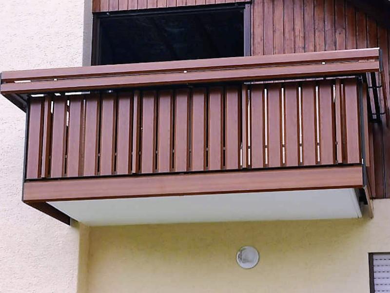 balkon_geissler_aluminium_holzdekor_senkrecht_beispiel_04AHs