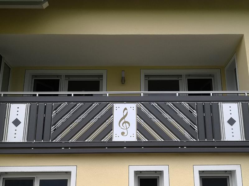 balkon_geissler_aluminium_pulverbeschichtet_dekor_beispiel_09APde