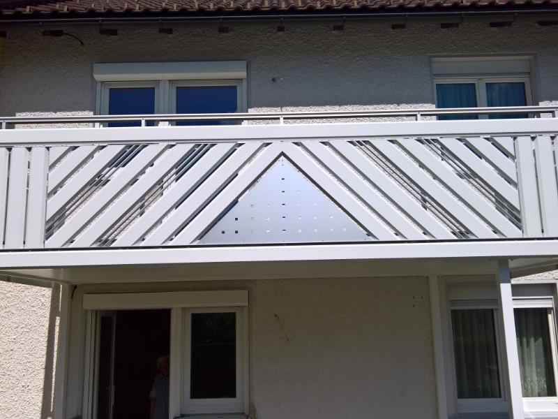 balkon_geissler_aluminium_pulverbeschichtet_diagonal_beispiel_04APdi