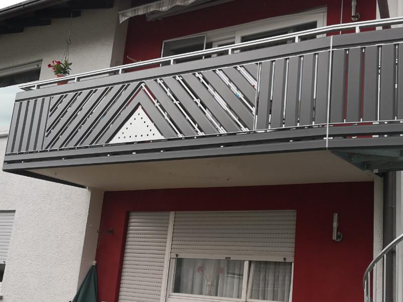 balkon_geissler_aluminium_pulverbeschichtet_diagonal_beispiel_07APdi