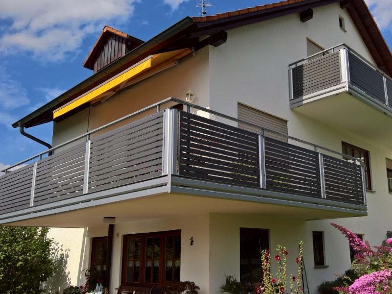 balkon_geissler_aluminium_pulverbeschichtet_quer_beispiel_01APq