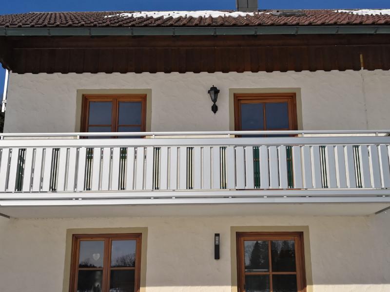 balkon_geissler_aluminium_pulverbeschichtet_senkrecht_beispiel_07APs