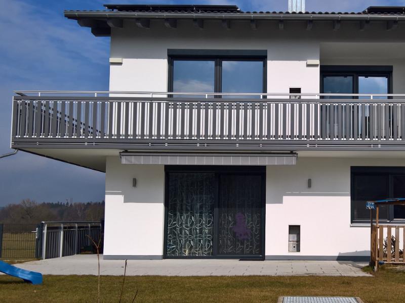 balkon_geissler_aluminium_pulverbeschichtet_senkrecht_beispiel_08APs