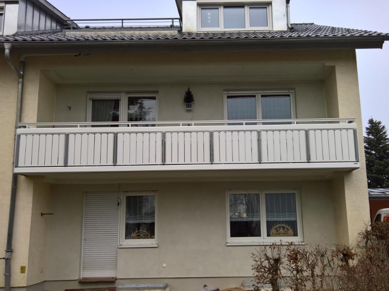 balkon_geissler_aluminium_pulverbeschichtet_senkrecht_beispiel_11APs