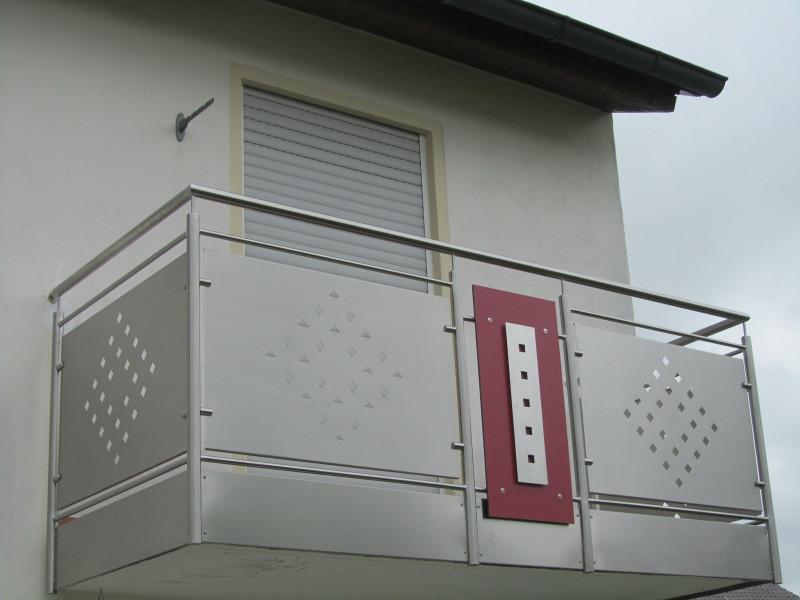 balkon_geissler_edelstahl_mit_blech_dekor_beispiel_02EBD