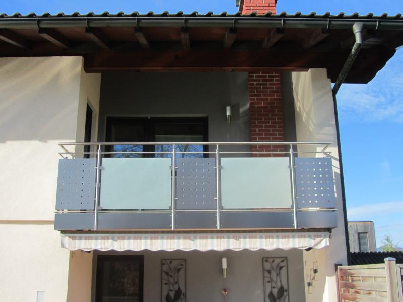 balkon_geissler_edelstahl_mit_blech_glas_beispiel_02EBG