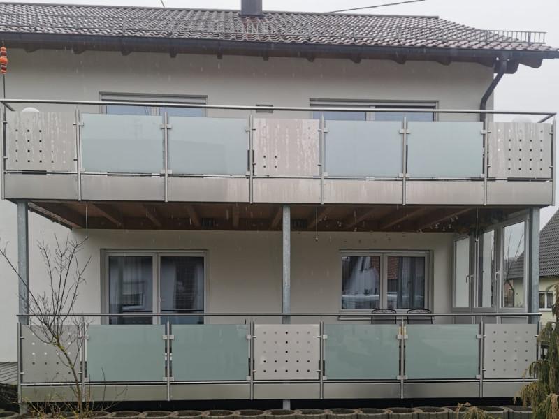 balkon_geissler_edelstahl_mit_blech_glas_beispiel_03EBG