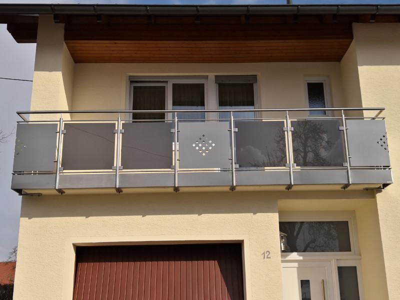balkon_geissler_edelstahl_mit_blech_glas_beispiel_04EBG
