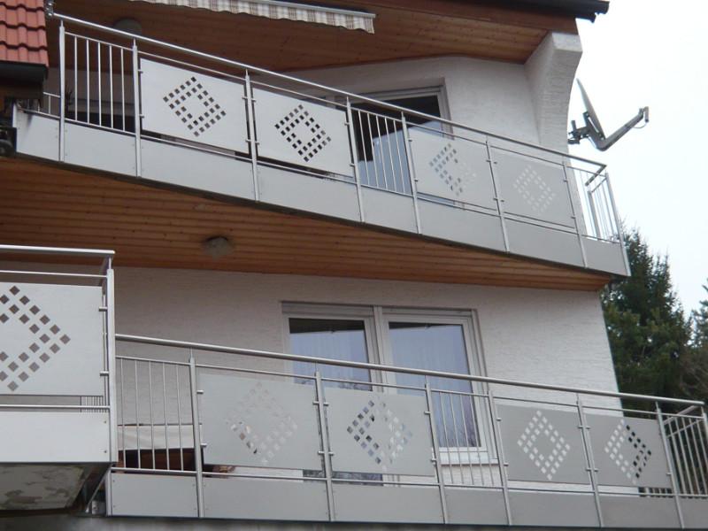 balkon_geissler_edelstahl_mit_blech_stäbe_beispiel_01EBS