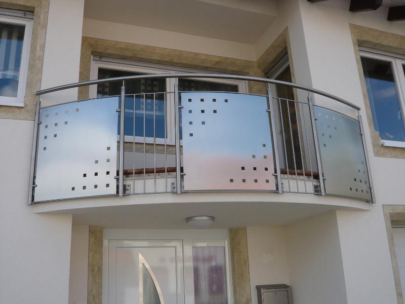 balkon_geissler_edelstahl_mit_blech_stäbe_beispiel_02EBS