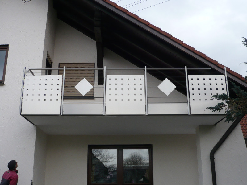 balkon_geissler_edelstahl_mit_blech_stäbe_beispiel_03EBS