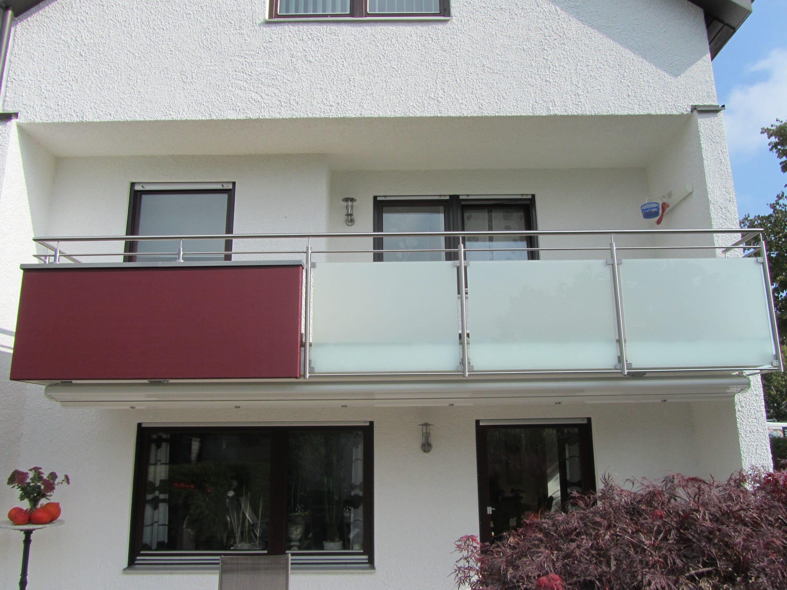 balkon_geissler_edelstahl_mit_glas_mit_sicherungsplatte_beispiel_01EGHS