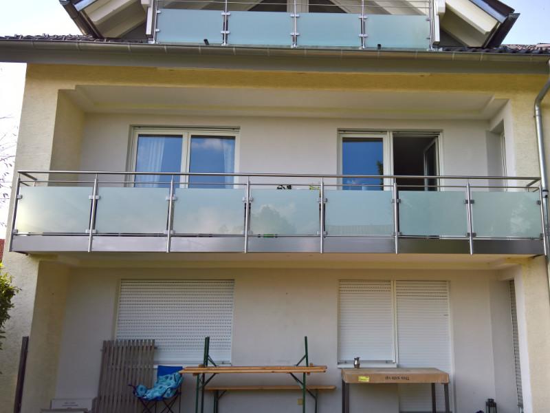 balkon_geissler_edelstahl_mit_glas_mit_sicherungsplatte_beispiel_02EGHS