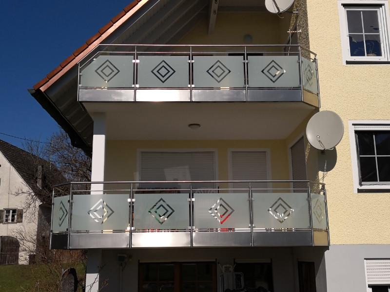 balkon_geissler_edelstahl_mit_glas_mit_sicherungsplatte_beispiel_04EGHS