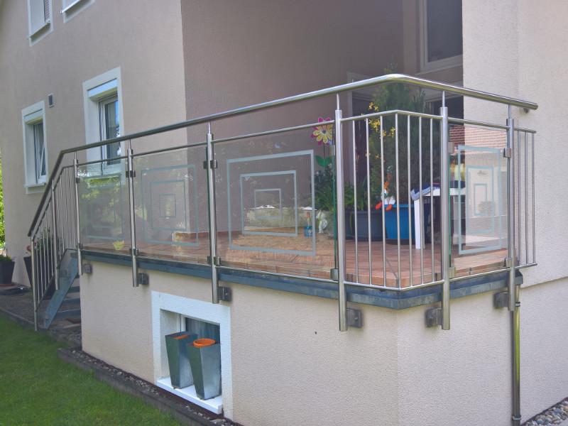 balkon_geissler_edelstahl_mit_glas_mit_sicherungsplatte_beispiel_10EGHS