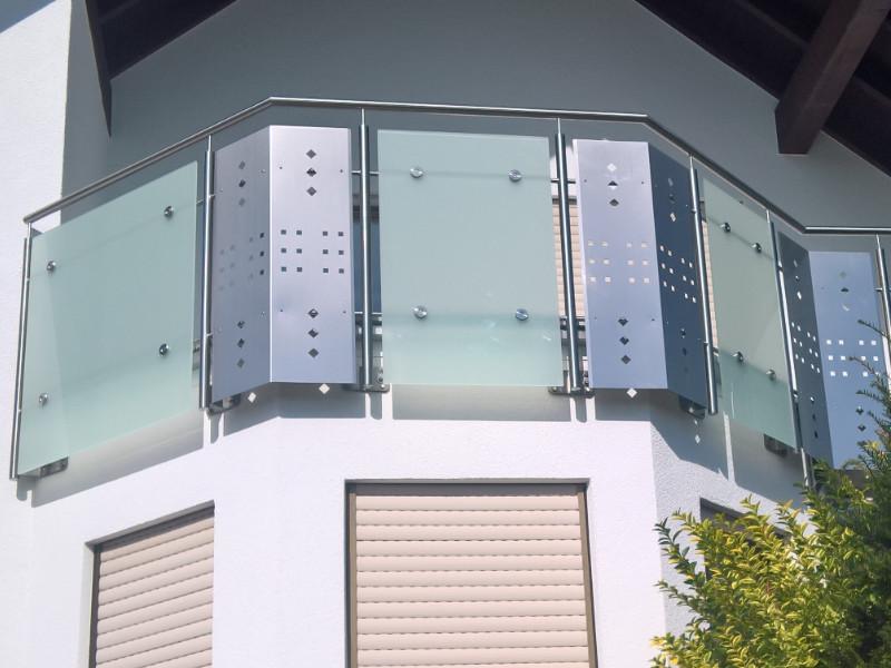 balkon_geissler_edelstahl_mit_glas_punkthalterung_beispiel_05EGp