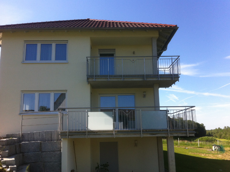 balkon_geissler_edelstahl_stabgeländer_beispiel_08ESs