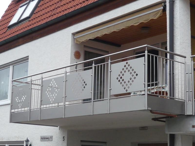 balkon_geissler_edelstahl_stabgeländer_mit_blech_beispiel_01ESB