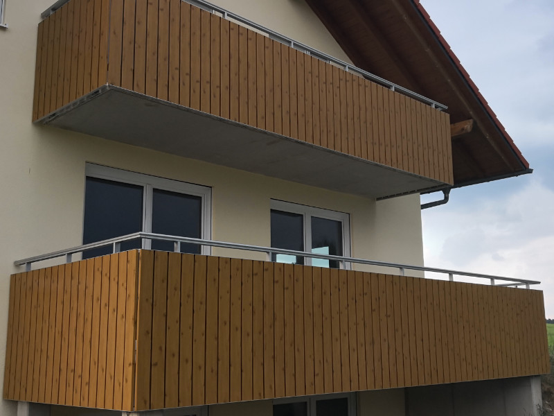 balkon_geissler_kunststoff_auf_neuem_geländer_beispiel_01KHnG