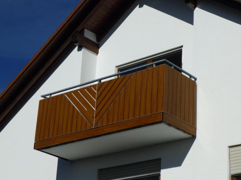 balkon_geissler_kunststoff_holzdekor_auf_bestehendem_geländer_beispiel_01KHbG