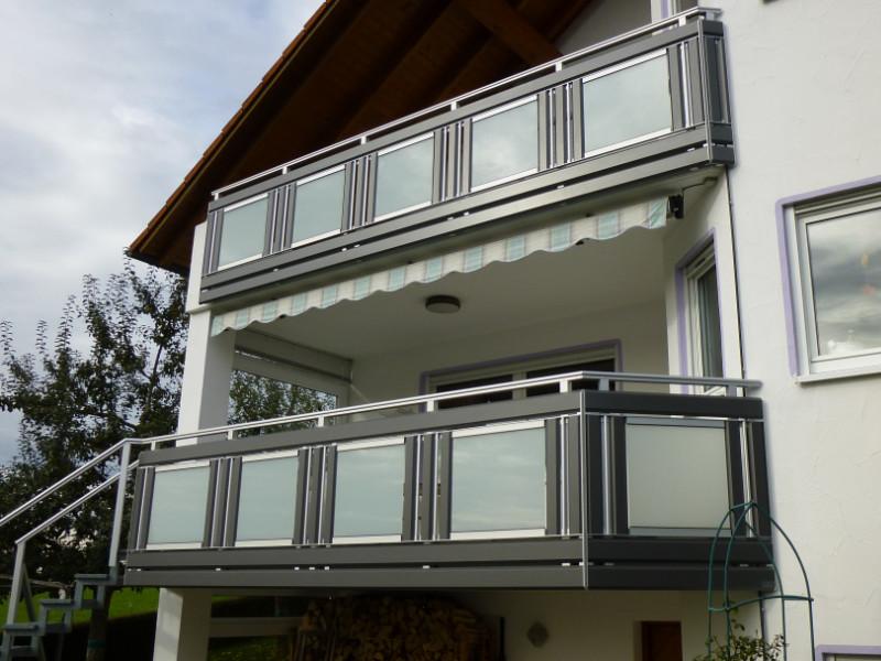 balkon_geissler_mehrfamilienhaus_aluminium_mit_glas_beispiel_02MG