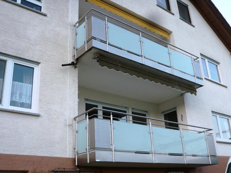 balkon_geissler_mehrfamilienhaus_aluminium_mit_glas_beispiel_03MG