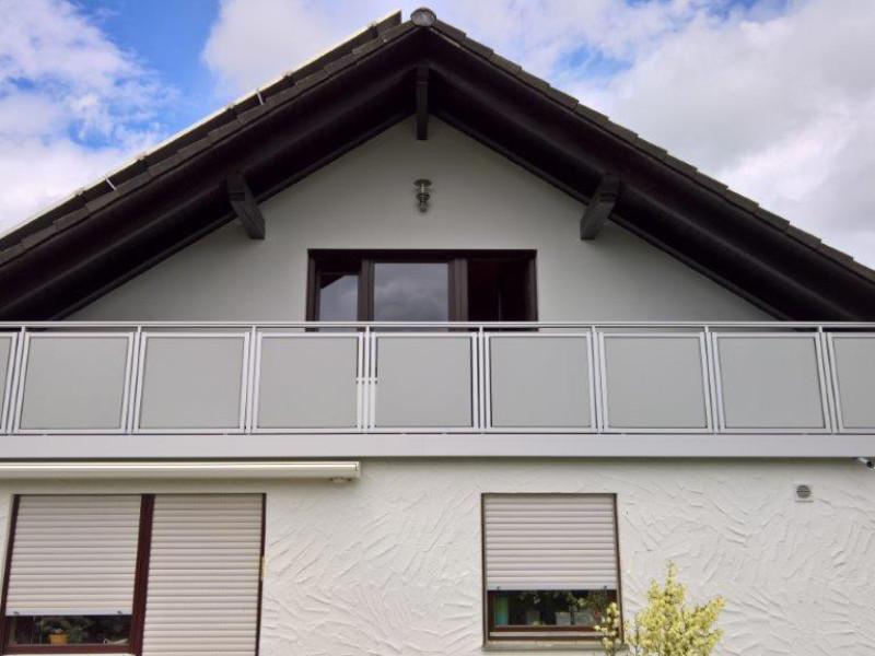 balkon_geissler_nacolanplatte_zwischen_den_pfosten_beispiel_01