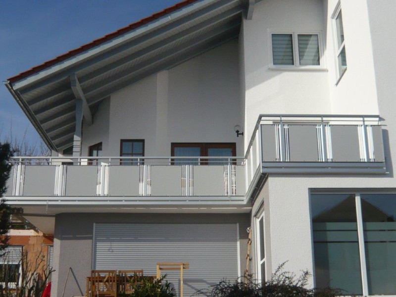 balkon_geissler_nacolanplatte_zwischen_den_pfosten_beispiel_02