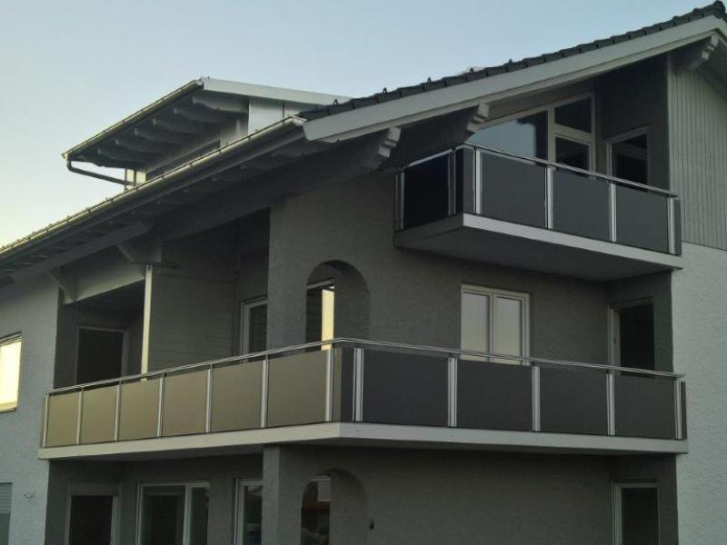 balkon_geissler_nacolanplatten_anthrazit_bestehendes_geländer_beispiel_05