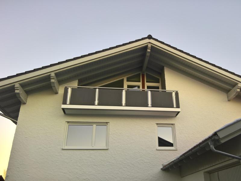 balkon_geissler_nacolanplatten_anthrazit_bestehendes_geländer_beispiel_06